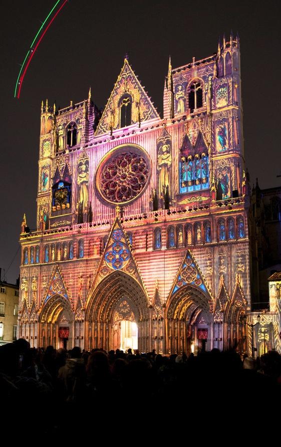 light festival / lyon, France. La fête des lumières chaque 8 décembre et toute cette semaine la, chaque année... Beau, frais, sympa, romantique mais ça reste gentil. L'idée est top.