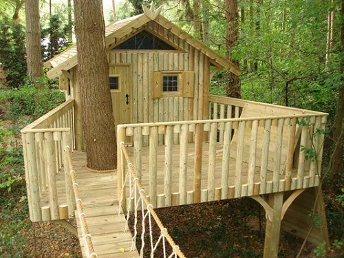 Best 25 simple tree house ideas on pinterest diy tree for Awesome playhouse plans