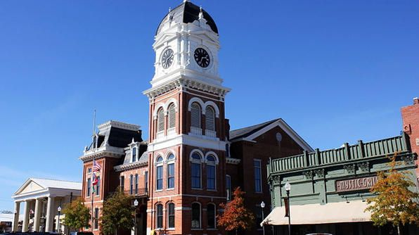Mystic Falls Tours (Covington, GA) The Vampire Diaries' fictional town of Mystic Falls, VA, is actually Covington, GA, located about 30 mile...