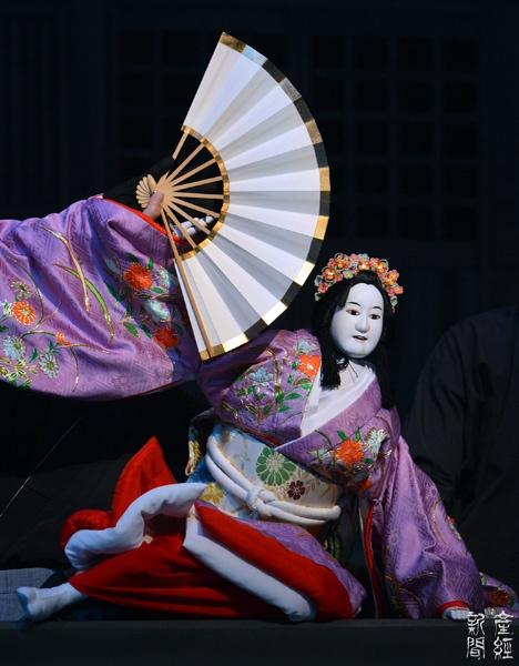 Japanese puppet play at the National Bunraku Theater, Osaka, Japan 国立文楽劇場