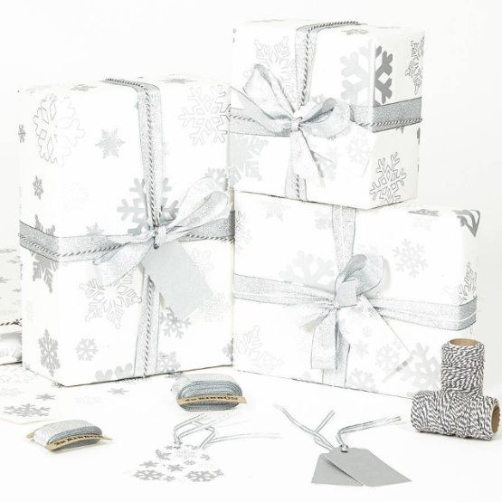 silver-snowflakes-white-wrapping-paper.jpg