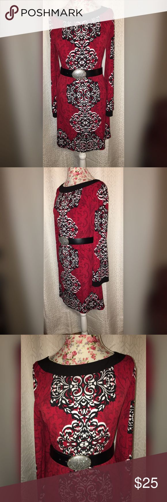 NWOT LAUNDRY SHELLI SEGAL BELL SLEEVES DRESS SZ SM This beautiful Shelley said doll dress has a beautiful print going down the center and has bell sleeves which is perfect for the new BoHo look this is a true gem and has never been worn! Laundry by Shelli Segal Dresses Midi