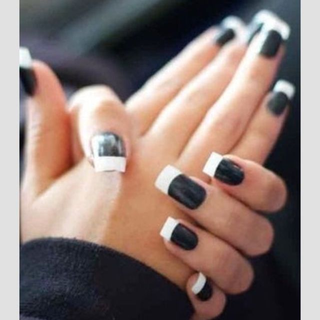 Black And White French Tips I Really Kinda Like This On Real Nails Though Not Acrylics