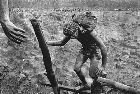 Sebastiao Salgado - Hand: Transporting bags of dirt in the Serra Pelada gold mine, Brazil, 1986