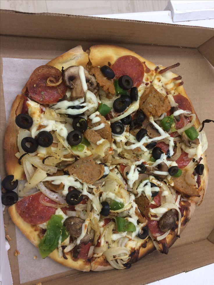 Cheese, Pepperoni, onion, mushrooms, green pepper, chorizo, black olive🍻