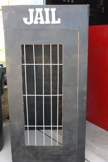 Thema politie: kartonnen gevangenis