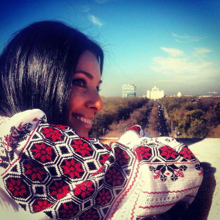 Romanian traditional shirt I love.ie romaneasca superba purtata de Corina Caragea