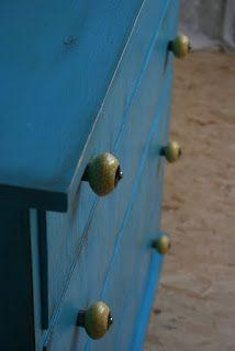 DOPUCU - jiný způsob renovace: No.1. - komoda modrá se žlutými úchytkami