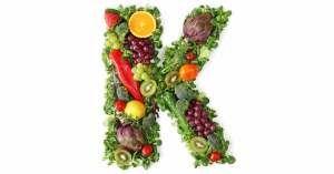 Waar lachrimpels en kraaienpootjes vaak als charmant worden bestempeld, kunnen deze toch een teken zijn van een diepere oorzaak: een tekort aan vitamine K.