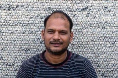 Ramesh      We zijn super #trots op ons #Sukhi #team!  In #India worden aan onze wollen lus kleden gewerkt, maar ook aan onze #stenen #kleden, vervilte wollen draden kleden en vilten blaadjes kleden! Een groot team dus! #Funfact: Alleen in India werken er ook #mannen aan onze kleden! Waar normaal gesproken alleen #vrouwen aan onze Sukhi #vloerkleden werken! | Sukhi.nl