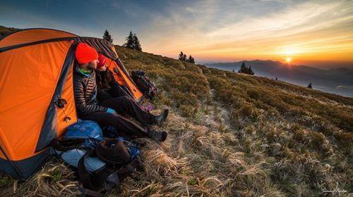 Láska je na dohľad! Aké dobrodružstvá podnikáte vy aby ste ulovili svoje najkrajšie fotografie? Fotíte sami? Je to veľké šťastie ak máte pri sebe v horách okrem #nikon fotoaparátu aj vzácneho partnera.  Šimon Trnka milovník nielen slovenskej prírody zviditeľňuje naše obdivuhodné hory na Slovensku ale i vo svete. Navyše svojimi fotkami a prednáškami vždy vysvetľuje aké dôležité je vážiť si krehkú prírodu a aktívne ju ochraňovať. Iba tak budeme mať radosť z panenskej prírody plnej zvierat bez…