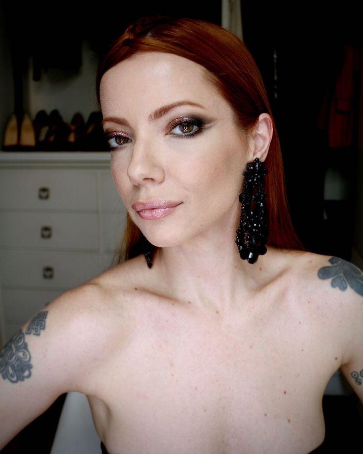 Julia Petit maquiagem com glitter inspirada no look da cantora Lorde no Brit Awards