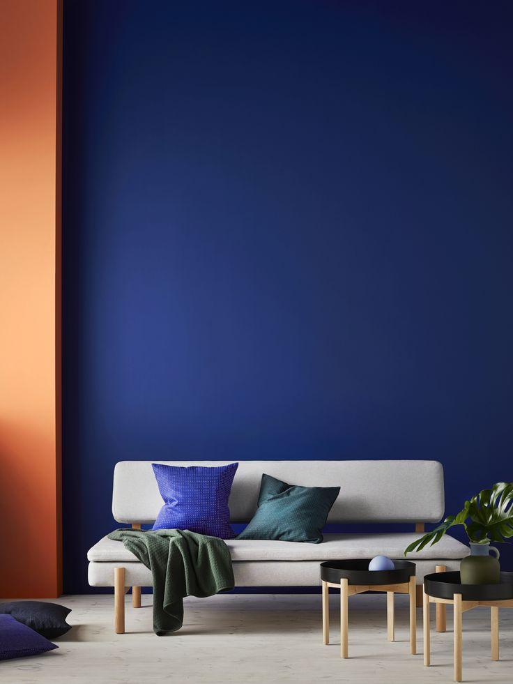 YPPERLIG 3-zitsslaapbank | IKEA IKEAnl IKEAnederland inspiratie wooninspiratie interieur wooninterieur bank zitbank sofa design plaid salontafel kussen blauw woonkamer kamer slaapbank