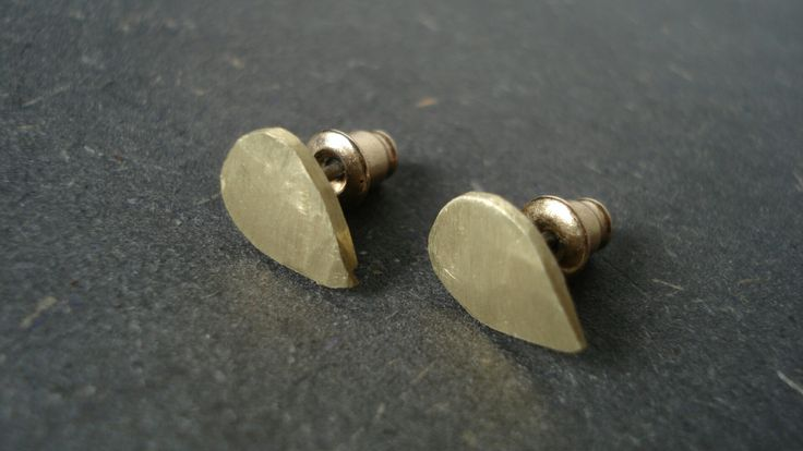 Brass made studs Droplike shape