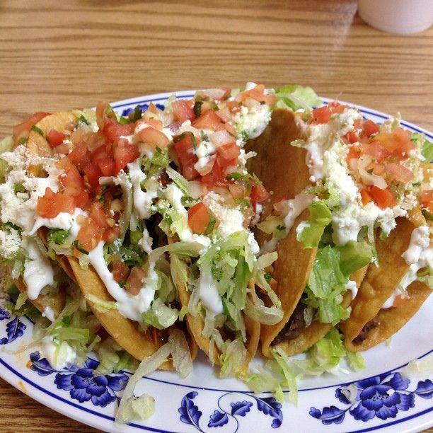 Tacos dorados... De frijol, carne o papa.