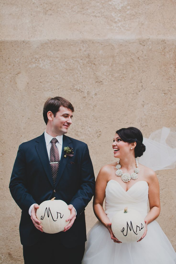 I can't quite pin-point the style of this wedding. It has the personality of a whimsical affairandthe elegance of a classic wedding. Maybe it lies somewhere in-between the two but the result is nothing short of extraordinary. It's a medley of pretty pastels and elegant details planned byFavor Me Eventswith florals byWillow Floral Boutiqueand photography…