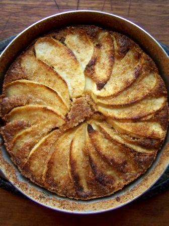 Torta di briciole di biscotti, mele e prugne secche - Cake of crumbs of cookies, apples and prunes - @foodbookscrafts