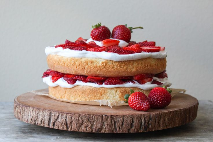 Top 10 Layer Cake RecipesLayer Cakes, Cakey Cake, 10 Layered, Strawberries Layered Cake, Cream Chees Frostings, Cake Recipes, Whipped Cream, Birthday Cakes, Cream Cheese Frosting
