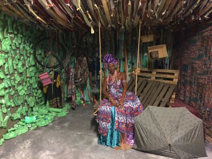 Belle Afrique: Paul Simon - Graceland Concept: Het nummer Graceland, brengt Afrika op een vrolijke manier in beeld. In Afrika wordt veel materiaal hergebruikt. Wij wilden in onze unit laten zien dat je met gerecycled materiaal ook iets moois kunt creëren.