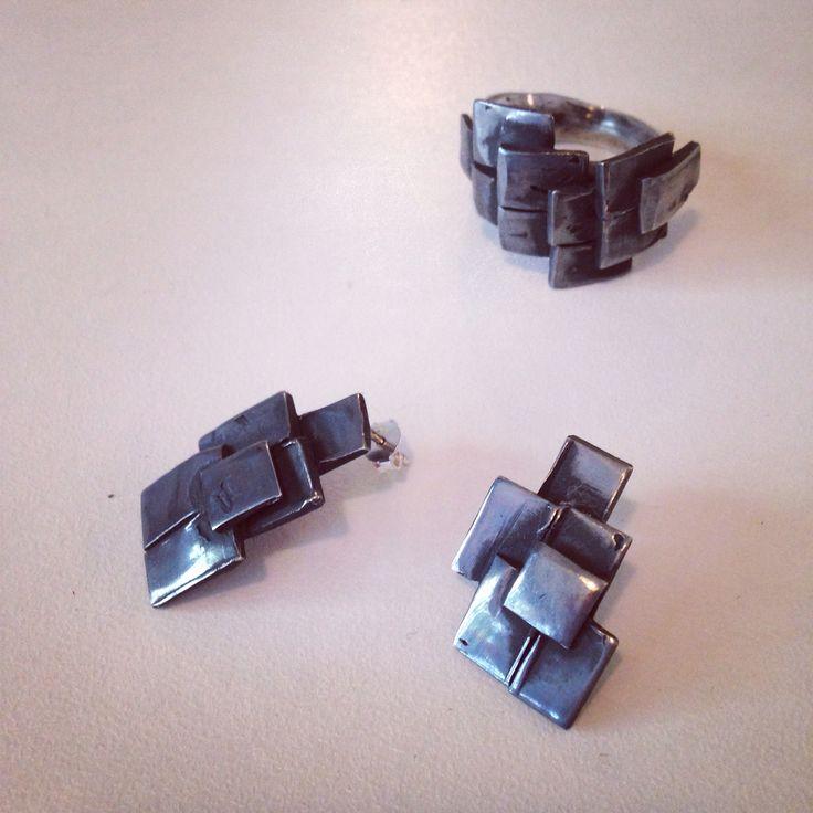 Siyah oksit gümüş yüzük ve küpeler