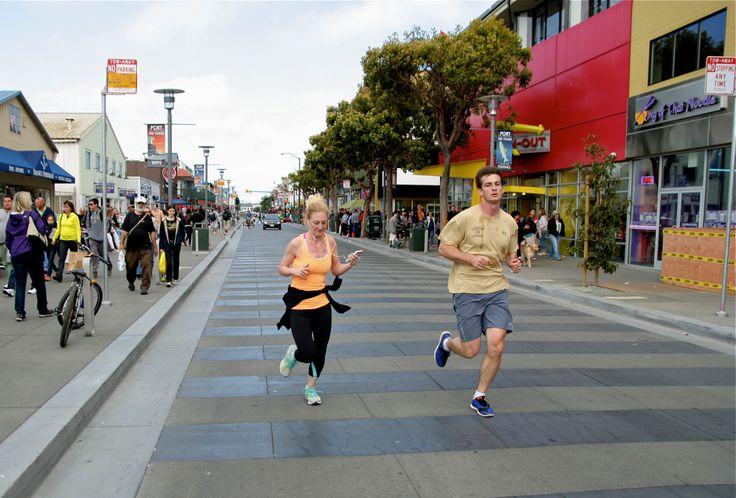 Runners on Jefferson St, in the heart of Fisherman's Warf, San Francisco. © Miikka Järvinen 2013