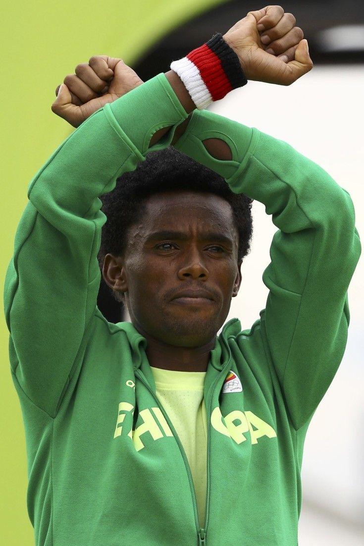 """""""Vielleicht werde ich getötet"""": Diese Geste macht diesen Läufer zum mutigsten Olympioniken von Rio"""