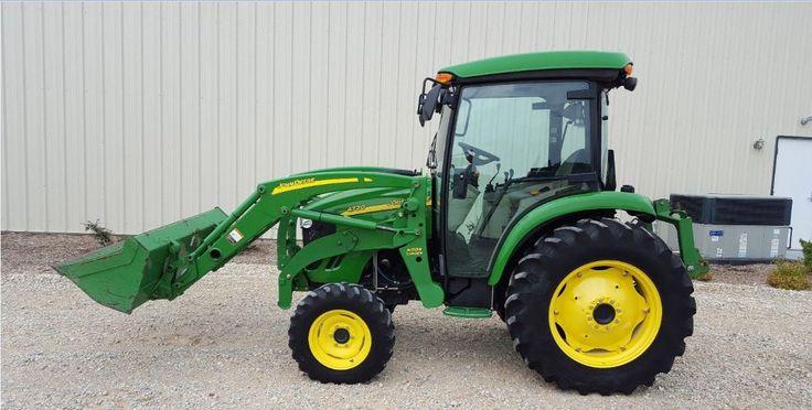 John Deere 4720 Utility tractor