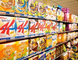 """Met de term """"ontbijtgranen"""" worden alle ontbijtproducten bedoeld die in van die typische rechthoekige kartonnen dozen zitten. De meeste ontbijtgranen bevatten daadwerkelijk granen zoals tarwe, haver, mais, rijst, rogge en/of gerst… Maar er zijn ook ontbijt""""granen"""" die niet of nauwelijks"""