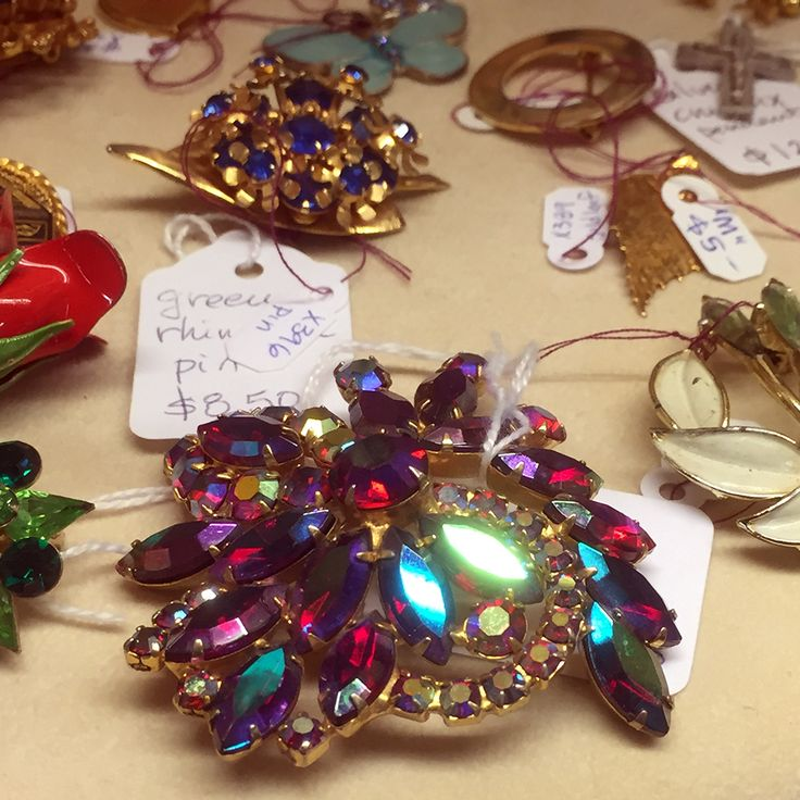 Vintage estate jewelry brooch