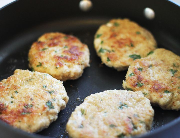 chicken patties with parsley, oregano, lemon juice, bread crumbs, garlic, salt and pepper. freezer friendly