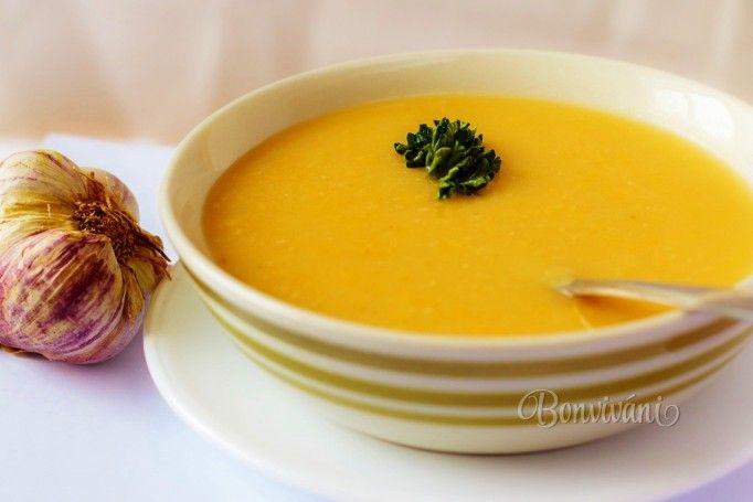 Jednoduchá lacná polievka zo sušeného lúpaného poleného hrachu, so zeleninou, dochutená cesnakom. Zahreje a zasýti.