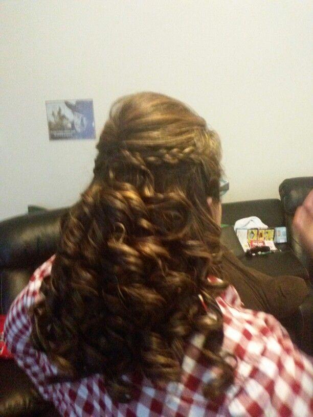Curls with side braid