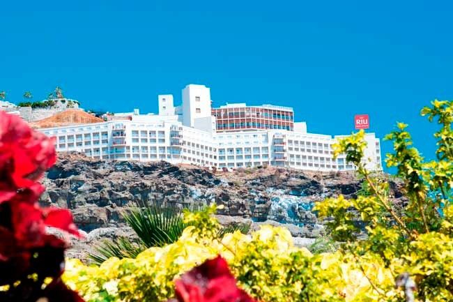 Located at the Cliff of Puerto Rico in Gran Canaria, Spain, the Clubhotel Riu Vistamar (All inclusive) is the perfect place to escape from the hectic city life. ClubHotel Riu Vistamar - Hotel in Gran Canaria, Canary Island - RIU Hotels & Resorts