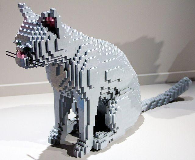 Lifesize LEGO Cat Пересечение двух самых популярных вещей Интернета: кошек и LEGO.