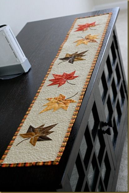 Autumn table runner quilted