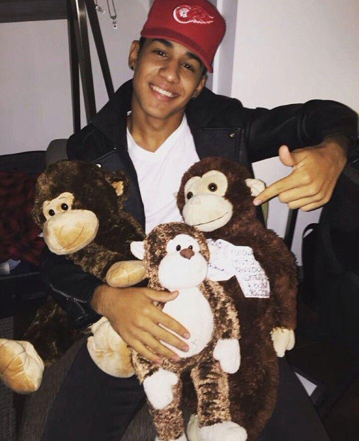 Richard Camacho ♡ mi mono es tan mono que cuando le digo mono se pone mono