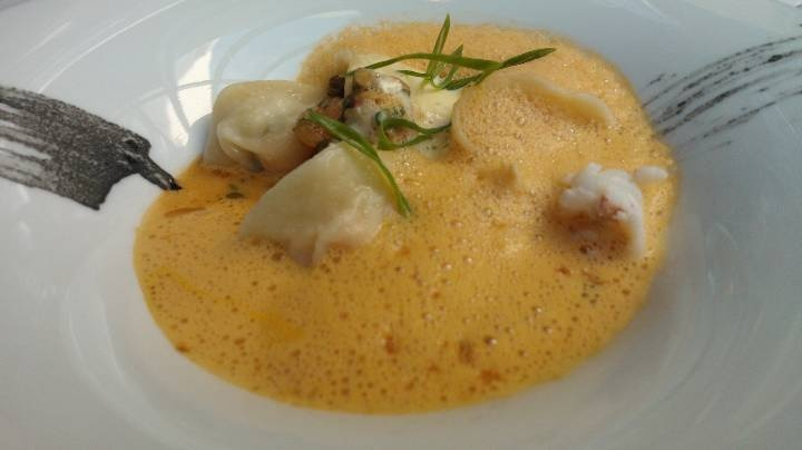 pelmenit with salmon & crab and hollandaise