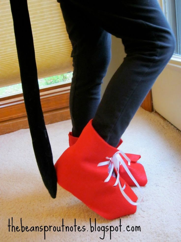 Pete the Cat shoe slipcover. How to make pete the cat shoes from felt sheets.