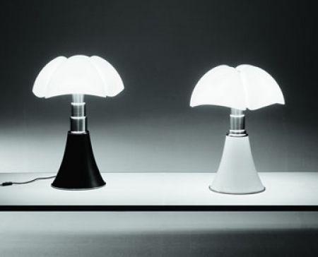 LAmpada pipistrello, Gae Aulenti: Aulenti 1965, Aulenti Pipistrello, Deco Design, Gae Aulenti, Pipistrello Tables, Design Deco, Pipistrello Lamps, Aulenti Lamps, Martinelli Light