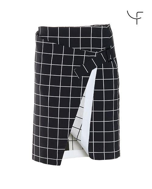 DANY FAY Fashion Golf woven wrap-look skirt  https://www.danyfay.com/en/skirts-dresses/fore.html  raffinierter Rock aus Webstoff mit Stretchanteil im Wickellook, eingenäht ist eine dehnbare Innenpanty, zwei grosse Taschen vorne, eine Gesässtasche, Zierplastikschnalle an der linken Hüfte #golfshopping #golfskirt #golfforwomen #danyfay #danyfaygolfcouture #golfcouture #golfskirt #skirtforgolf