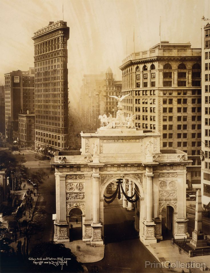 Victory Arch and Flatiron Building. Photographed by Iriving Underhill in 1919. Summary: Bird's-eye view of Victory Arch and Flatiron Bldg., New York City.