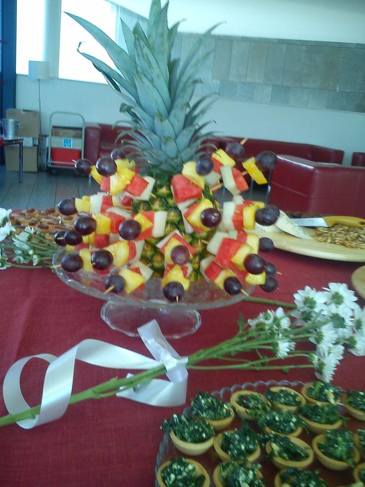 pinchos de fruta de estación