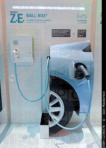 Detalle de las estaciones de los plug-in de coche eléctrico de carga para coches eléctricos de Renault en París Motor Show 2010