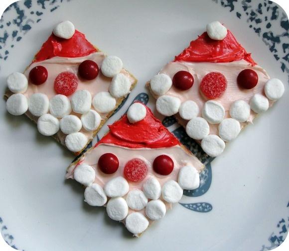 Santa Grahams Cookies – Recipe for Kids - http://musingsfromasahm.com/2011/12/santa-grahams-cookies-recipe-for-kids/