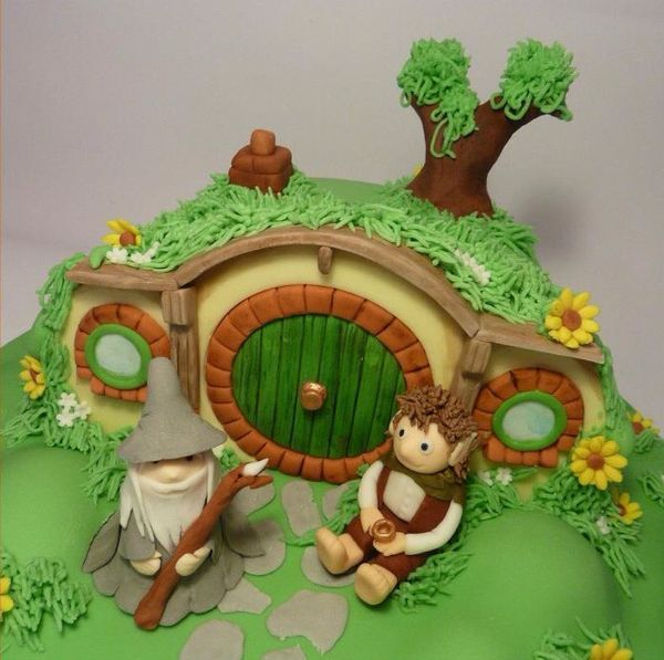 Awesome Lord of the Rings Cake and Cupcakes