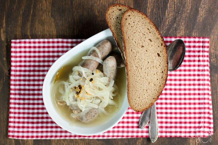 Saure Zipfel - Fränkische Bratwürste mit Zwiebeln in Essigsud - LECKER&Co | Foodblog aus Nürnberg