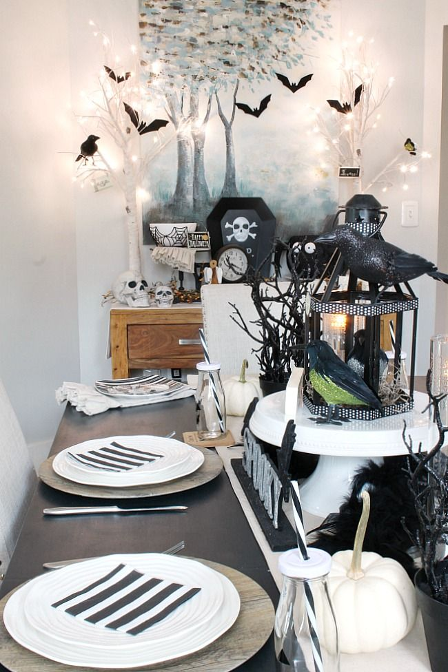 25 Best Creative Halloween Decoration Ideas For This Year Halloween Dining Room Halloween Table Decorations Simple Halloween Decor