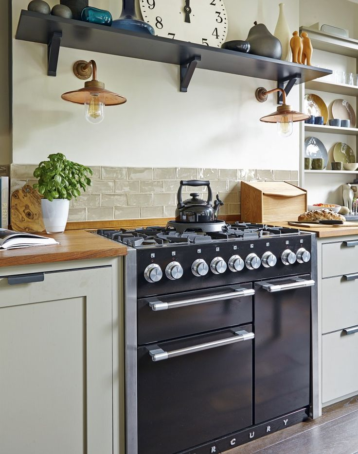 Black Traditional Range Cooker in a Modern Country Scheme