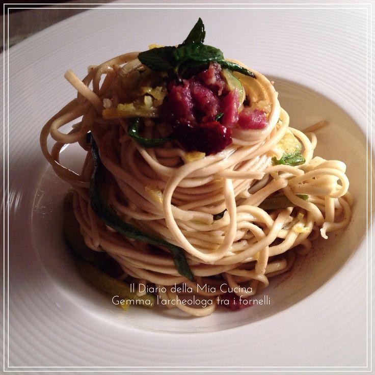 Noodles con zucchine, zenzero, menta, limone e salsiccia di cinghiale - di Gemma Gemma #fuudly #ricette #noodles