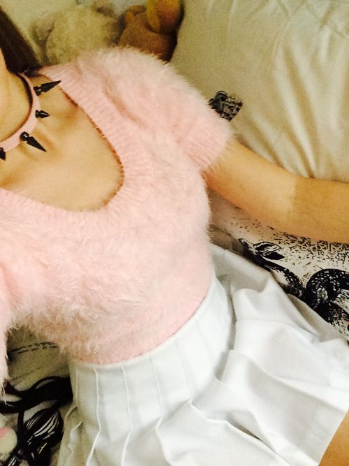 Kawaii fashion Fuzzy pink shirt with skirt and choker